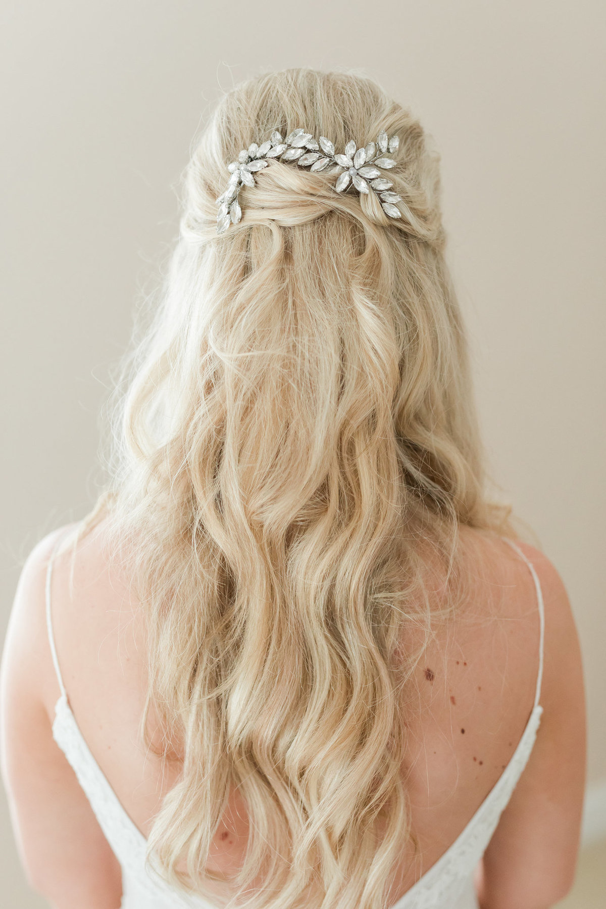 Hannah-Elisabeth-Beauty-Bridal-Hairstyle
