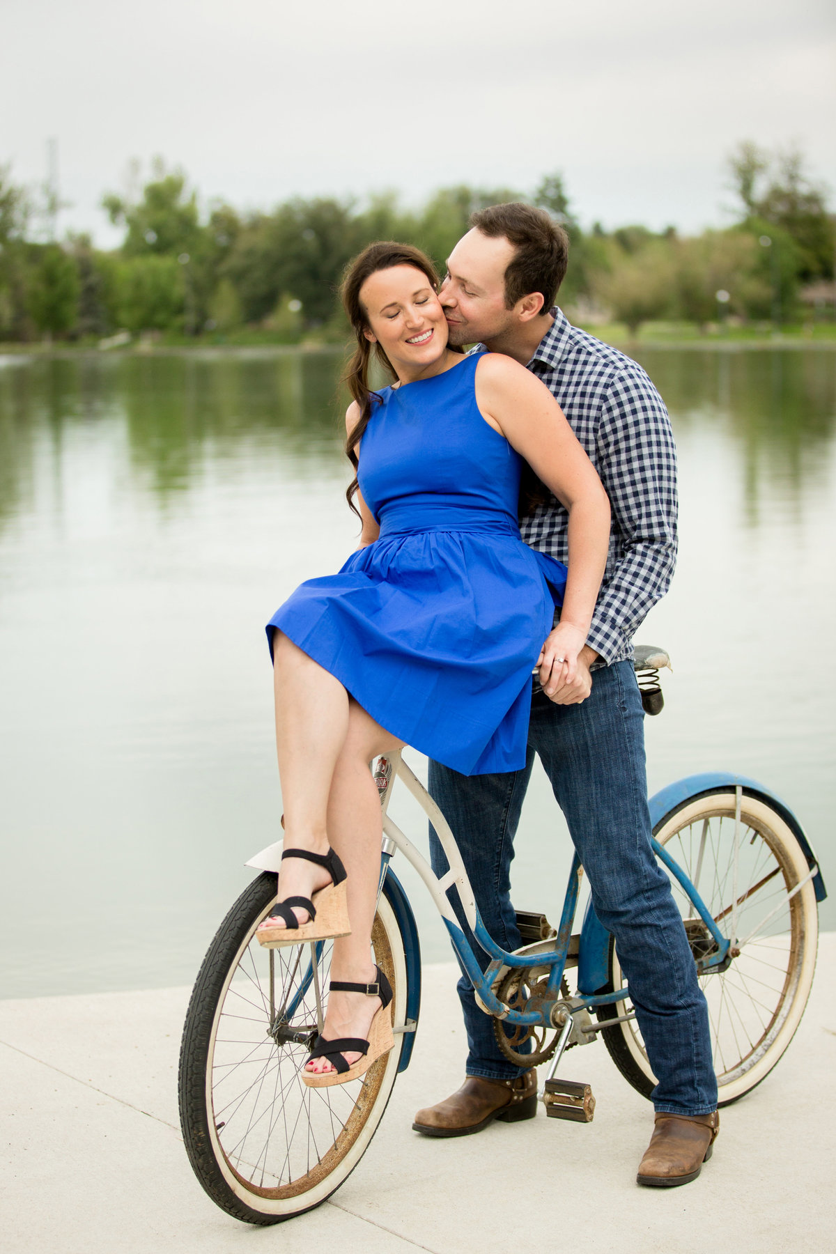 wash-park-colorado-engagement-pictures