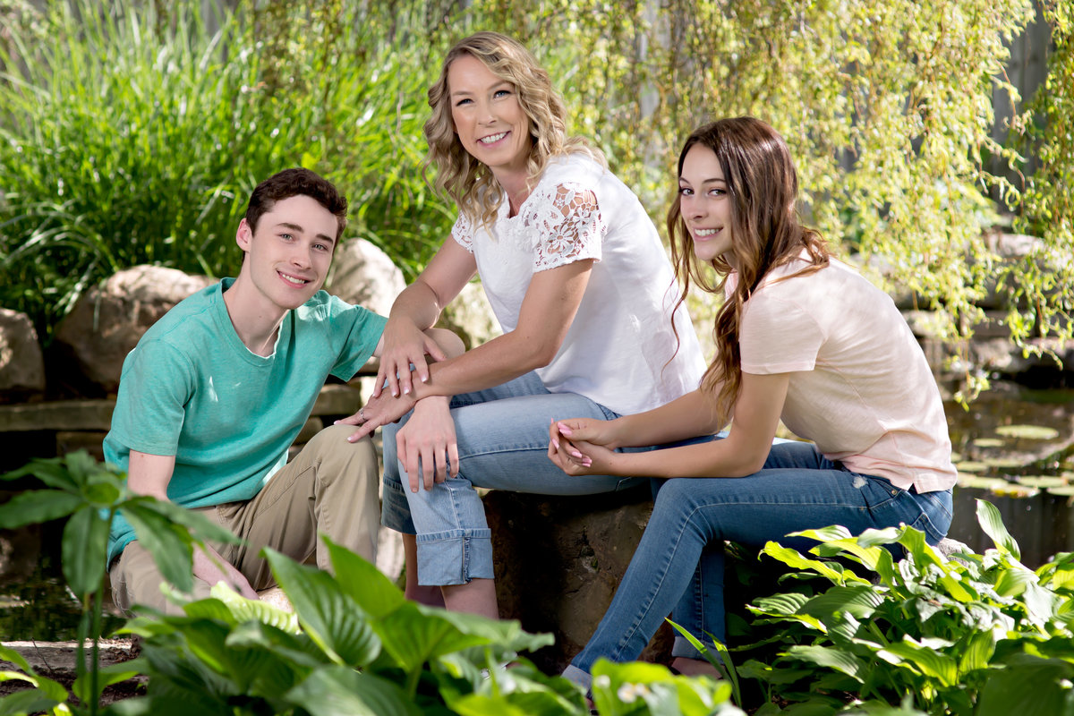 spring senior portraits in the gardens family photographer