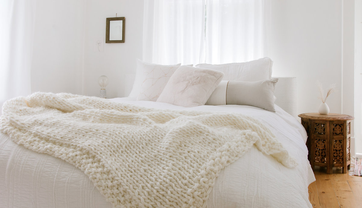 CHUNKY-KNIT-BLANKET-KIT-LYNNE-KNOWLTON