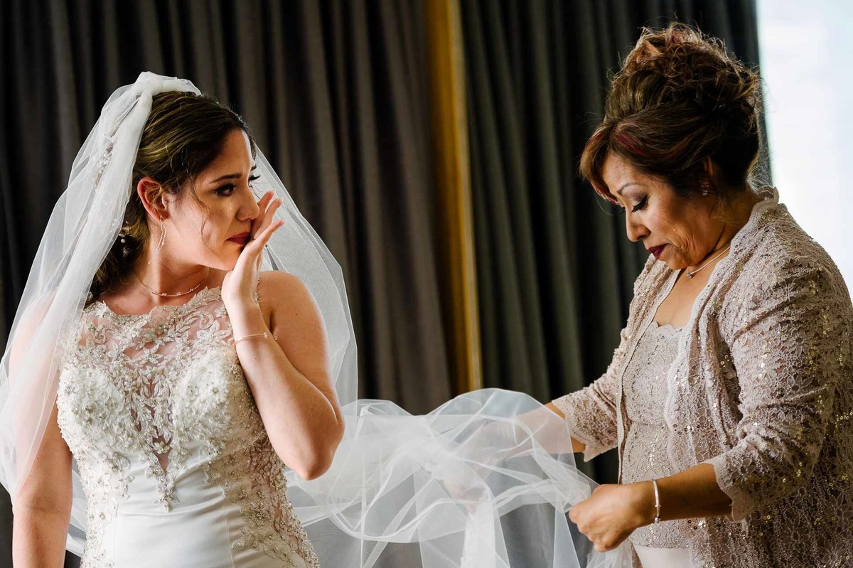 bride and her mom crying at indigo hotel in el paso texas by stephane lemaire photography