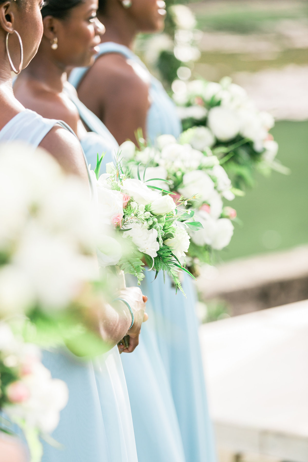 White and green bridesmaids bouquets