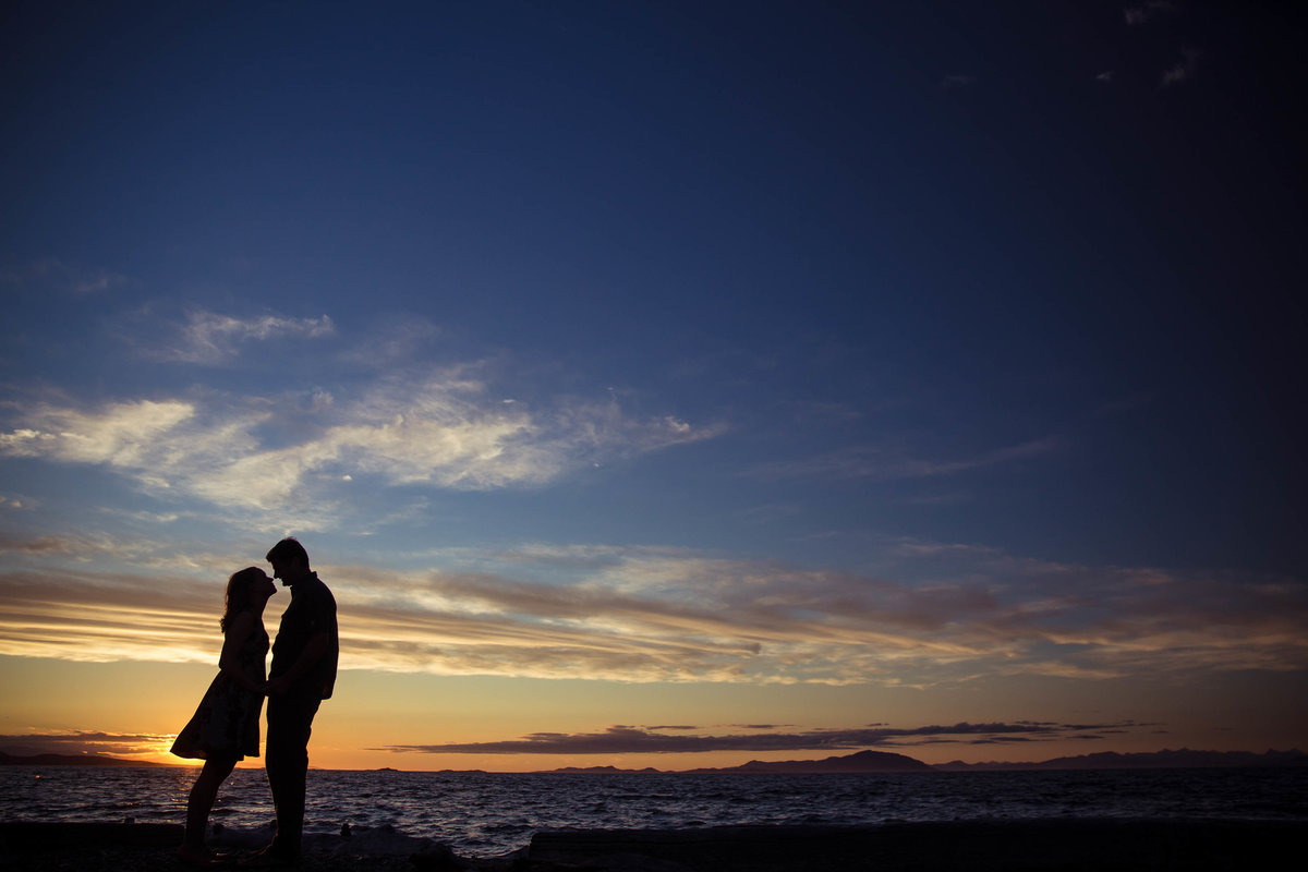 Couple's silhouette against the Nanaimo sky