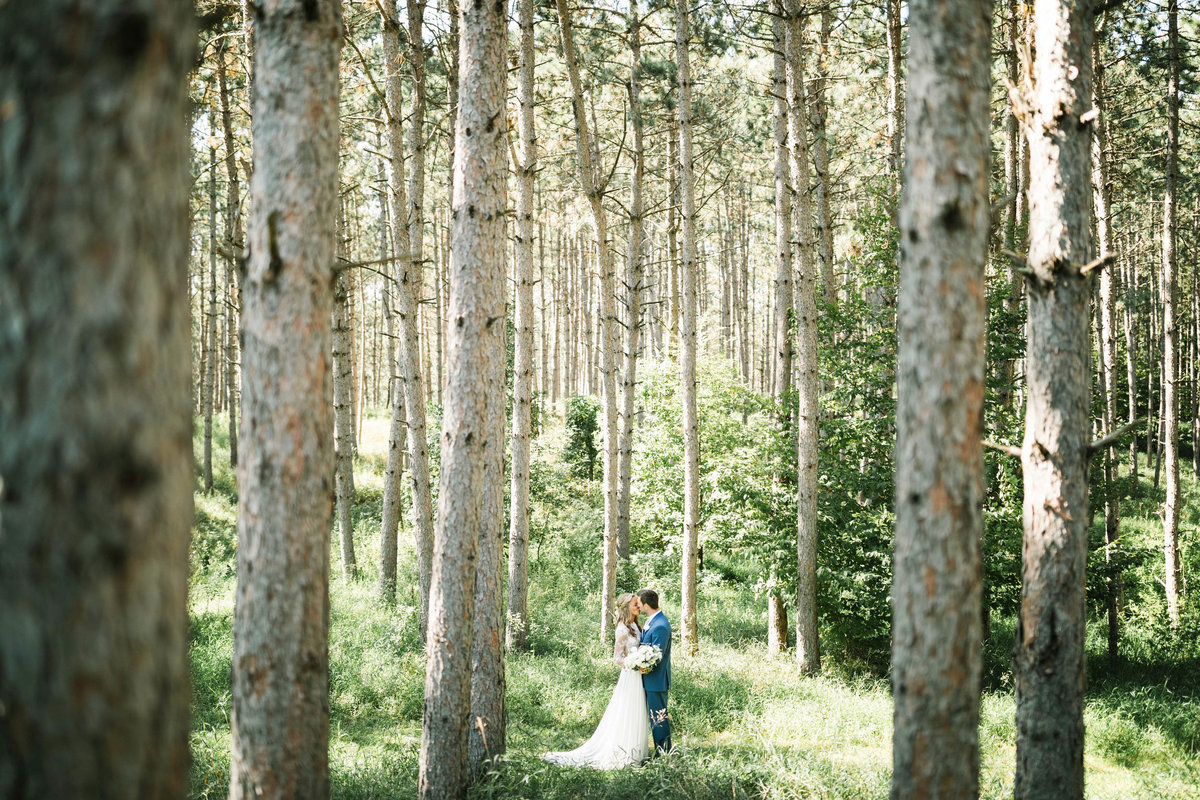 barn-at-five-lakes-resort-minnesota-july-summer-wedding-9
