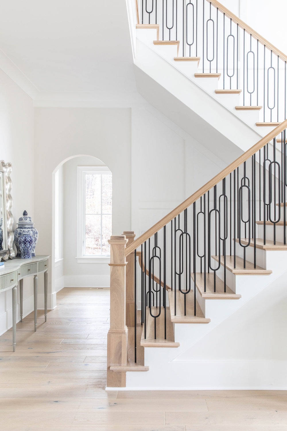 White-Oak-Stairs-with-black-metal-railing