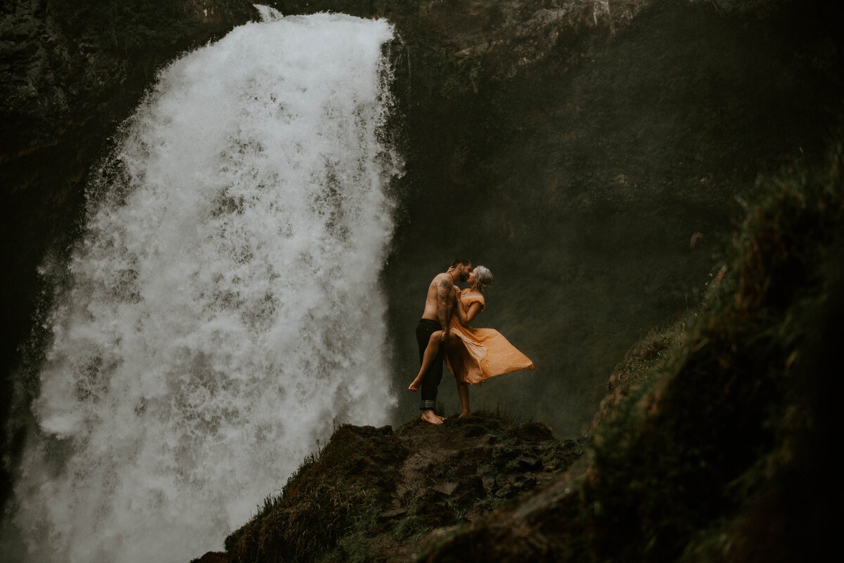 sahalie-falls-oregon-engagement-elopement-photographer-central-waterfall-bend-forest-old-growth-7451