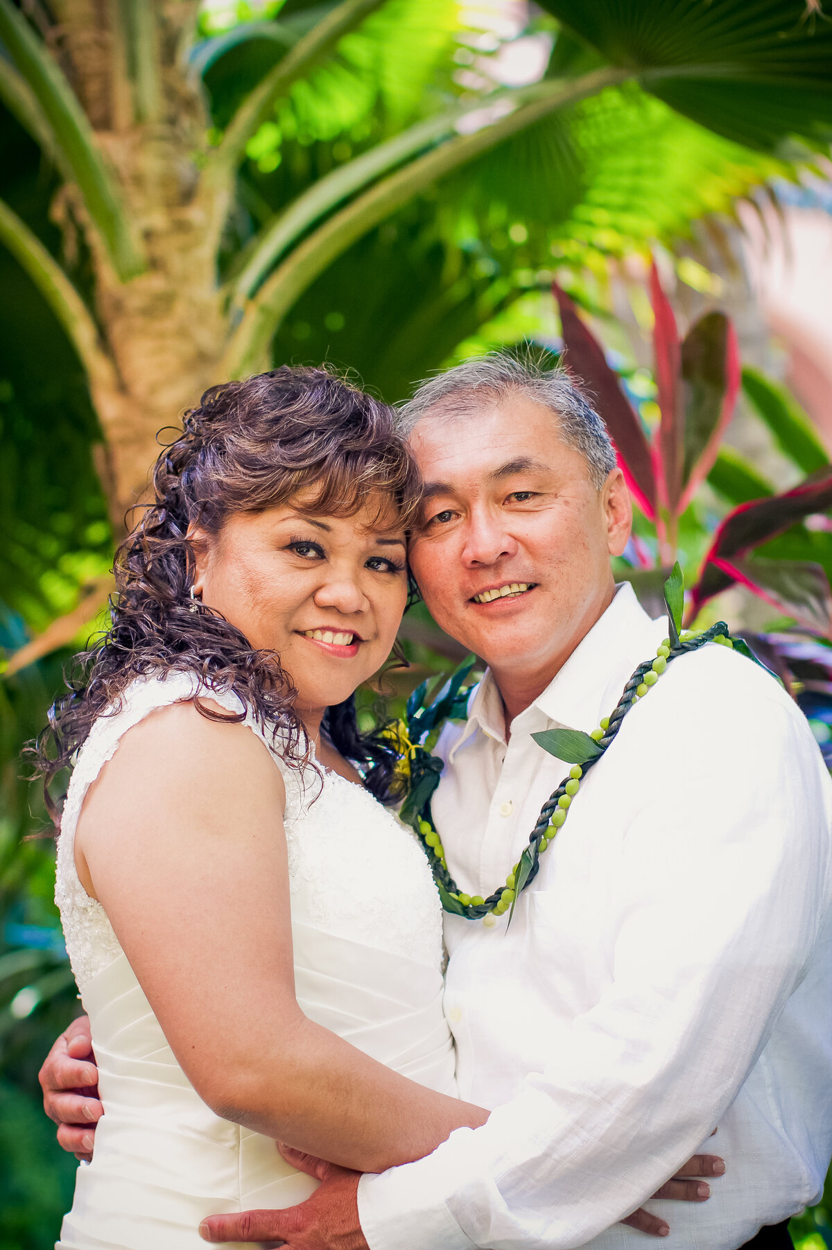 Bride and Groom Have a Destination Wedding in Hawaii