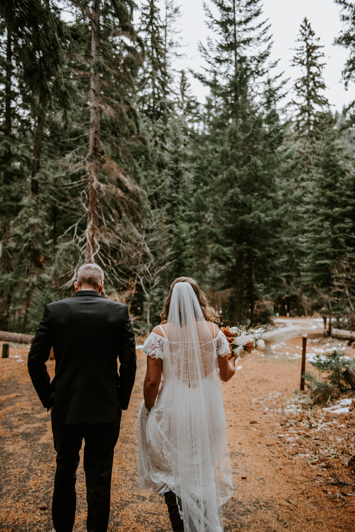suttle-lake-sisters-oregon-lodge-woods-vow-renewal-photographer-wedding-elopement-2579