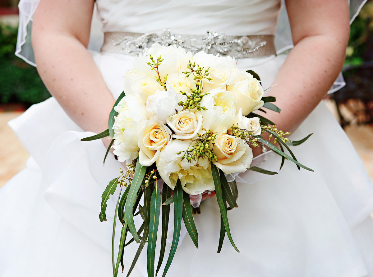 wedding-bouquet-with-wedding-dress