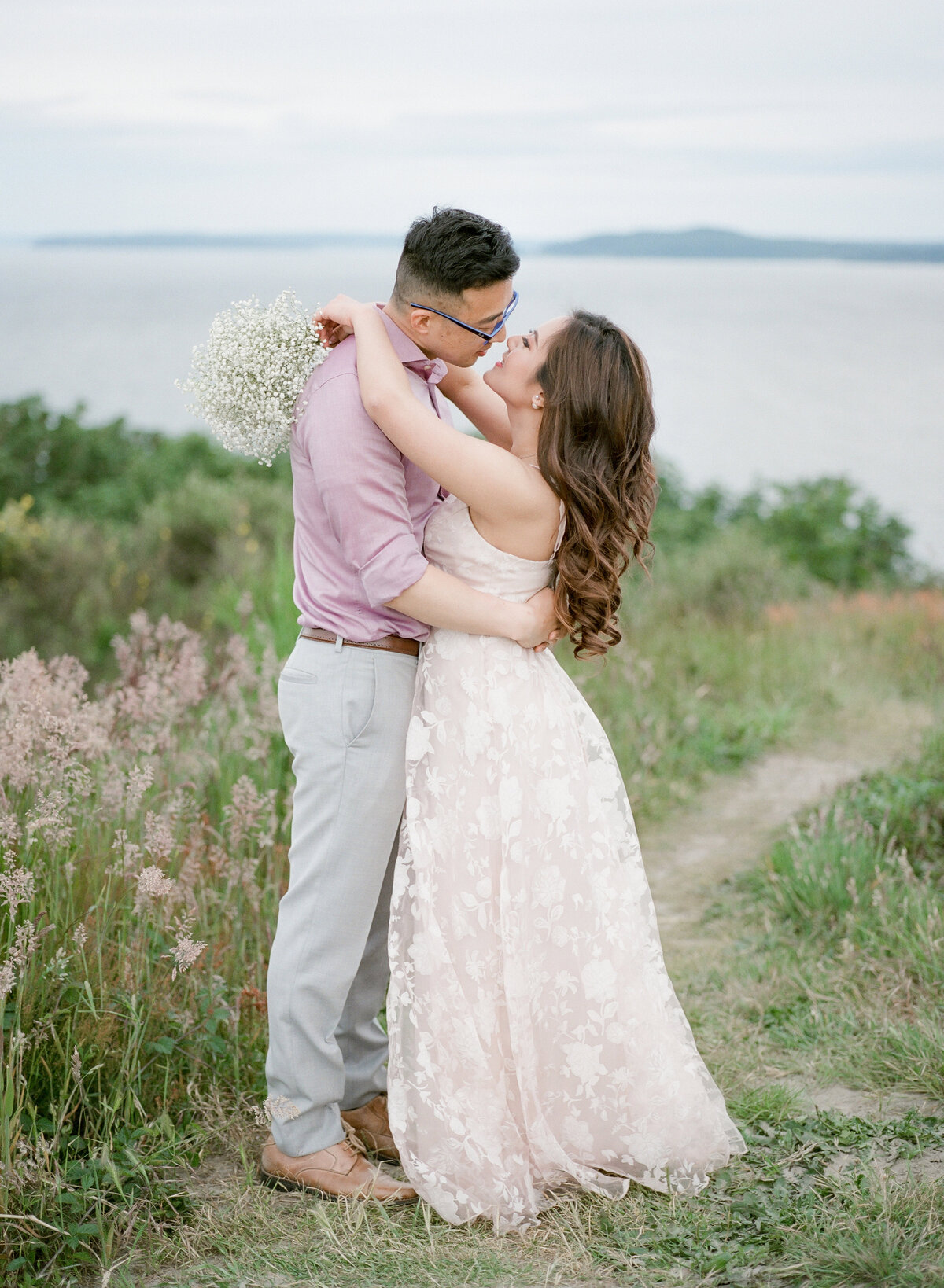 Nikki & Matt - Discovery Park Engagement - Tetiana Photgoraphy-93