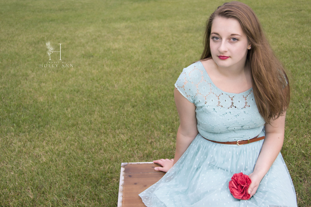 outdoor high school senior portrait session