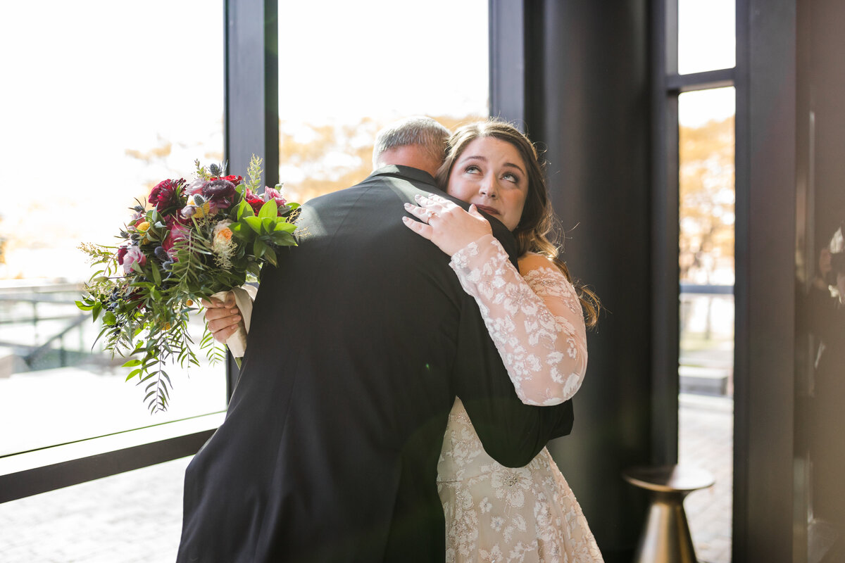 Amanda & Stephen's Toledo County Club Wedding with Viridian Ivy and Wedding Planning by Event Prep -12