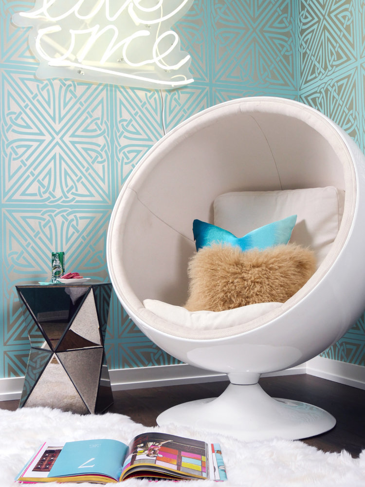 Glamour-Nest-Encino-Playful-Glamour-Interior-Teen-Bedroom-09