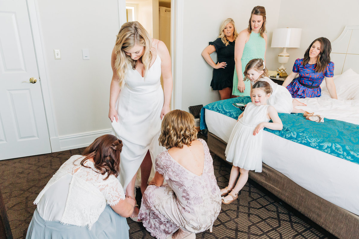 Dorothy_Louise_Photography_Gennie_Sean_STL_Planetarium_Wedding_Getting_Ready-91