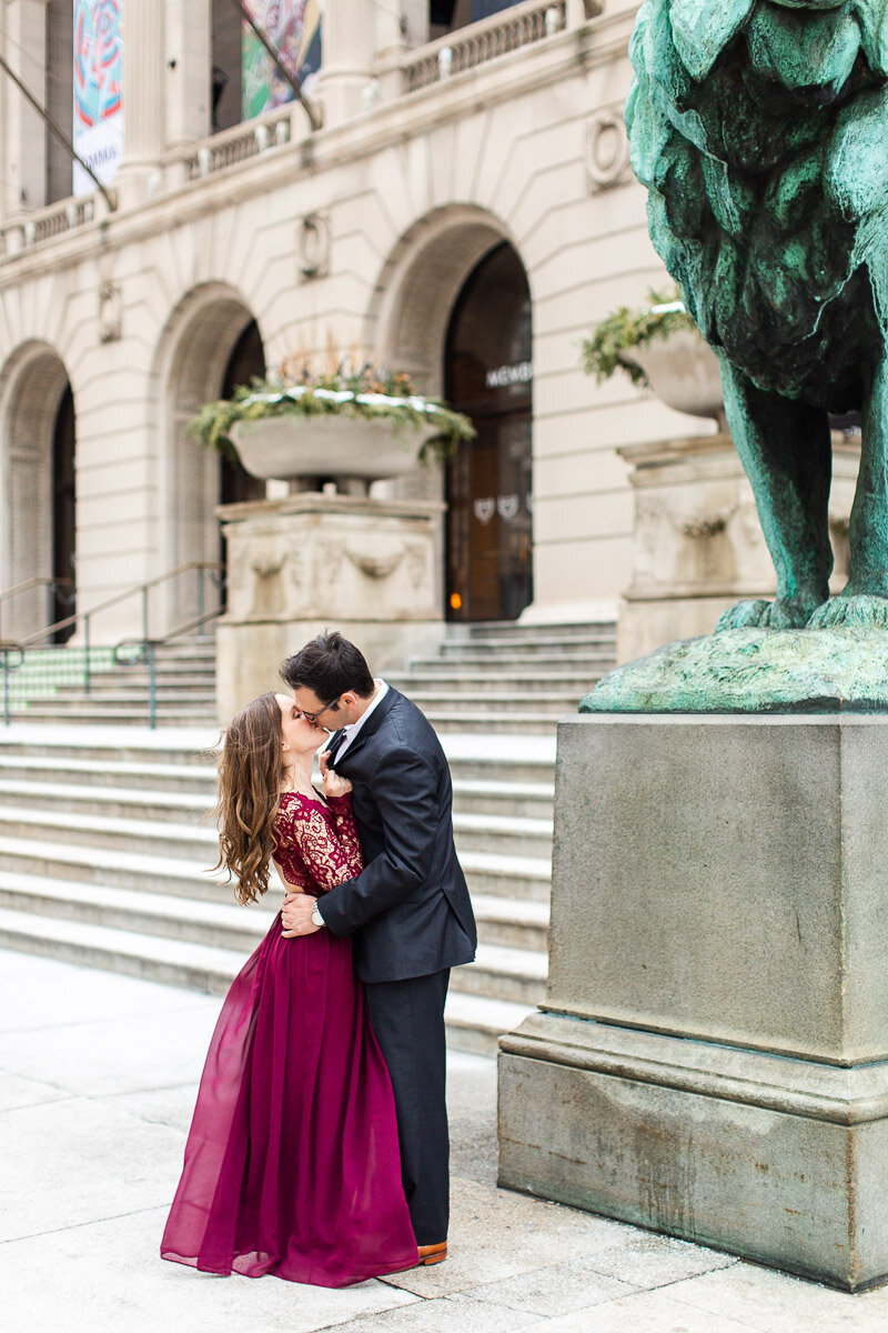art-institute-chicago-engagement-session-3