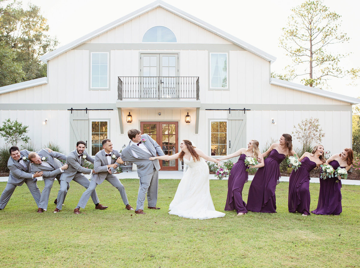 bridal-party-tug-of-war