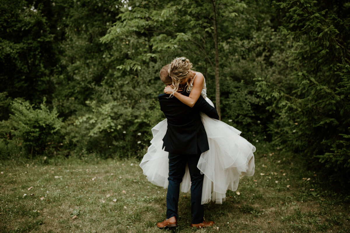 meg-thompson-photography-muncie-white-tail-tree-farm-wedding-michelle-kyle-24