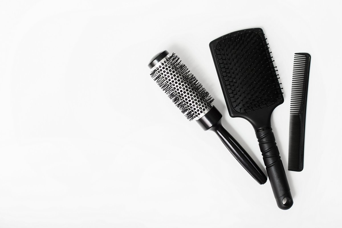 tool-hairbrush-comb-brush-beauty-care-haircut-barber-stylist-hairdresser-beauty-salon_t20_dodkjJ
