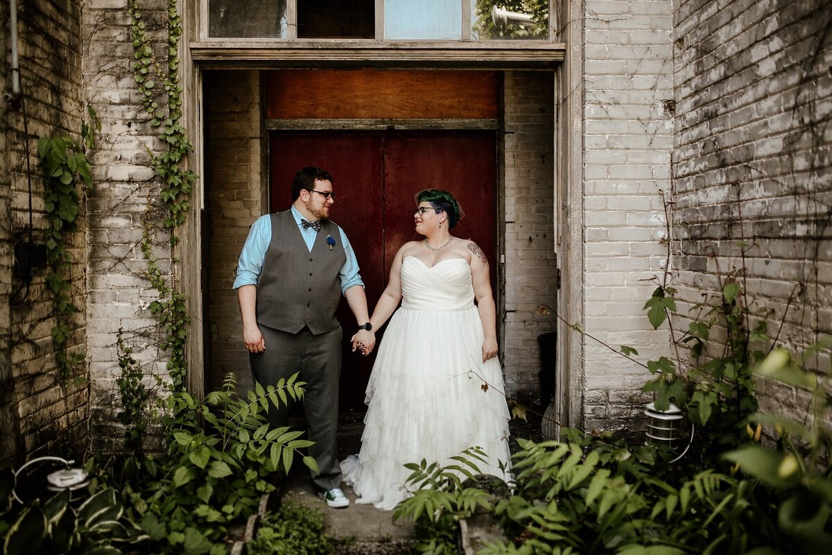 meg-thompson-photography-acorn-theater-three-oaks-michigan-wedding-emily-chris_0008