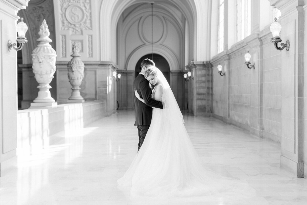 Best_San_Francisco_City_Hall_Wedding_photographer-011