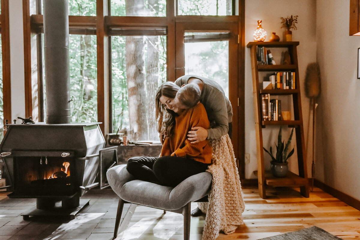 cabin-indoor-cozy-oregon-mountain-forest-photoshoot-photographer9074