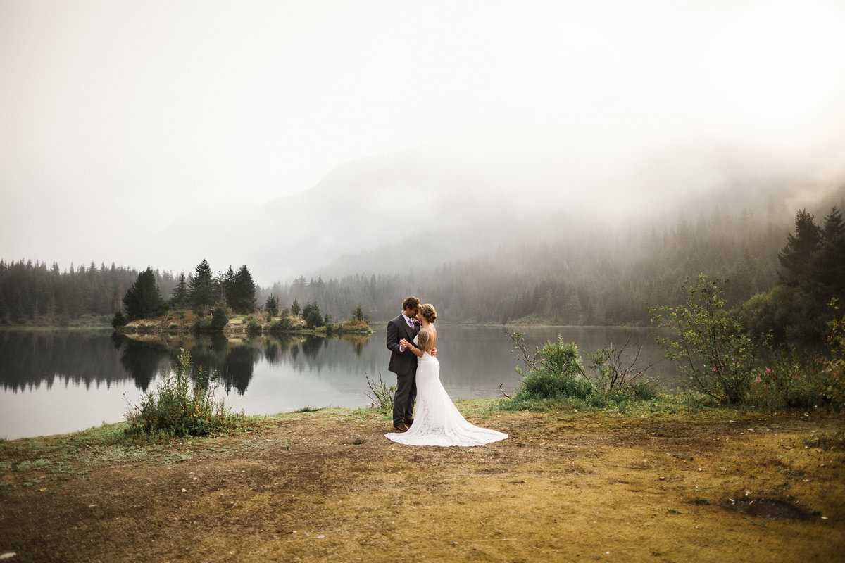 Snoqualmie-Pass-Elopement-Gold-Creek-Pond-50