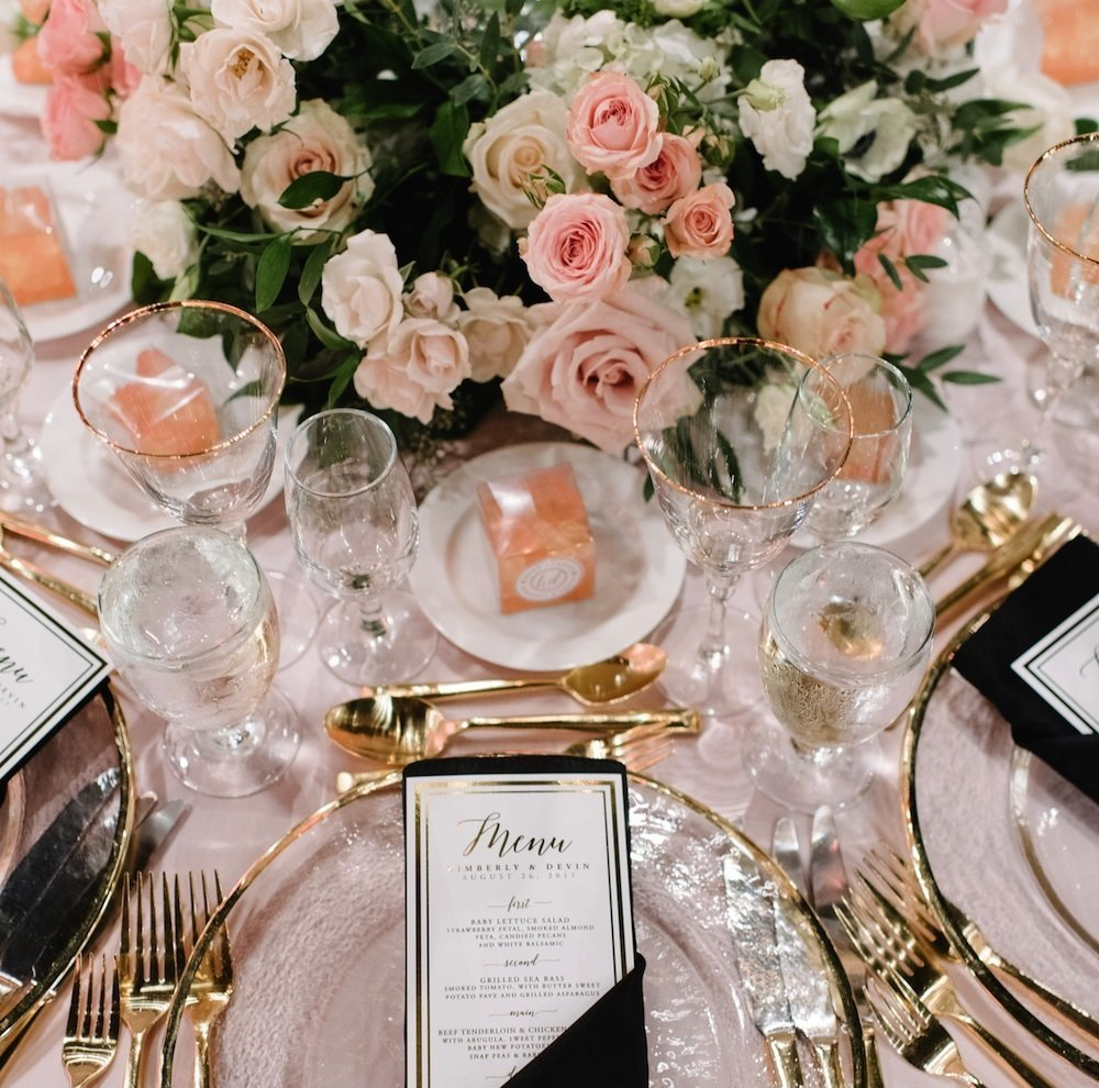 Blush, Navy and Gold Tablescape floral decor