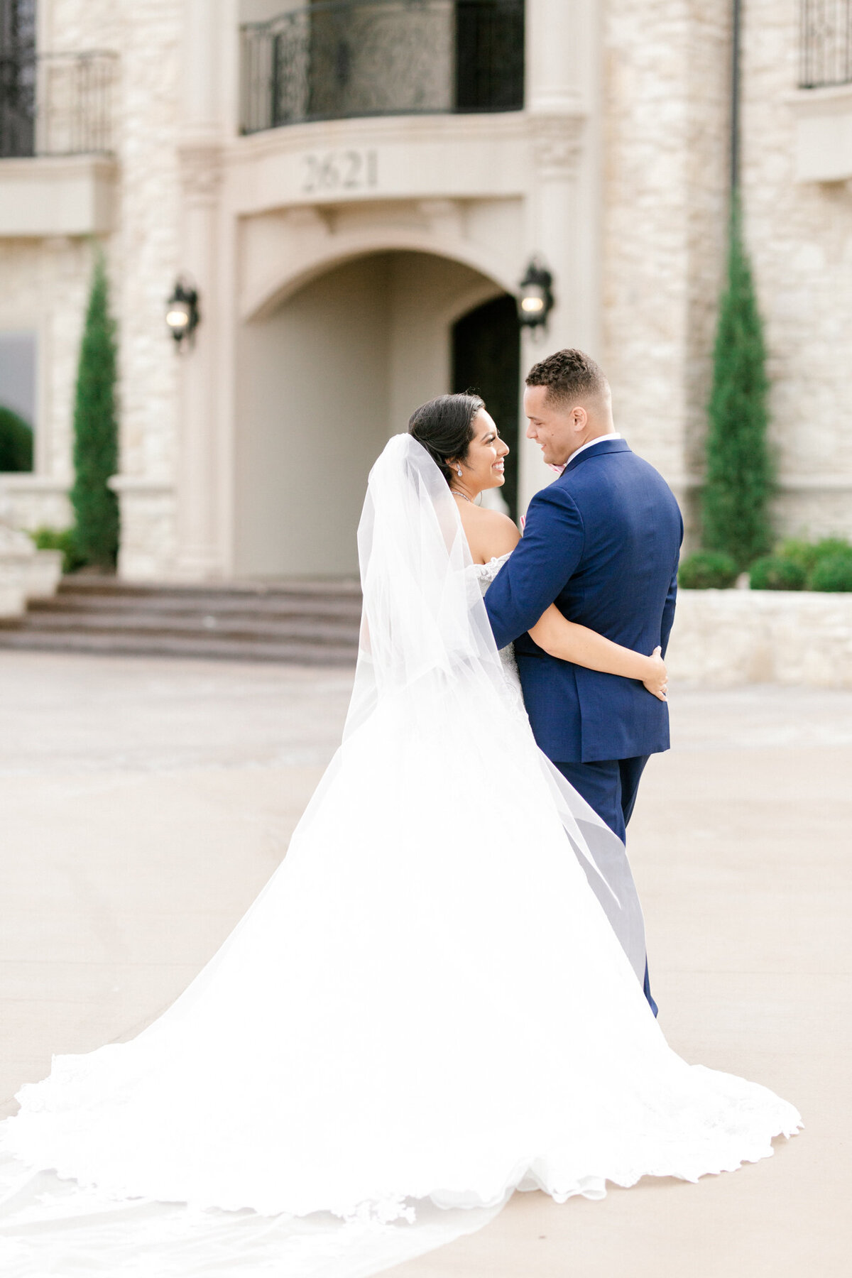 Jasmine & Josh Wedding at Knotting Hill Place | Dallas DFW Wedding Photographer | Sami Kathryn Photography-101