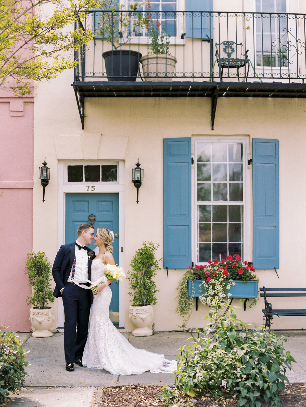 Gorgeous Rainbow Row wedding pictures in Charleston.