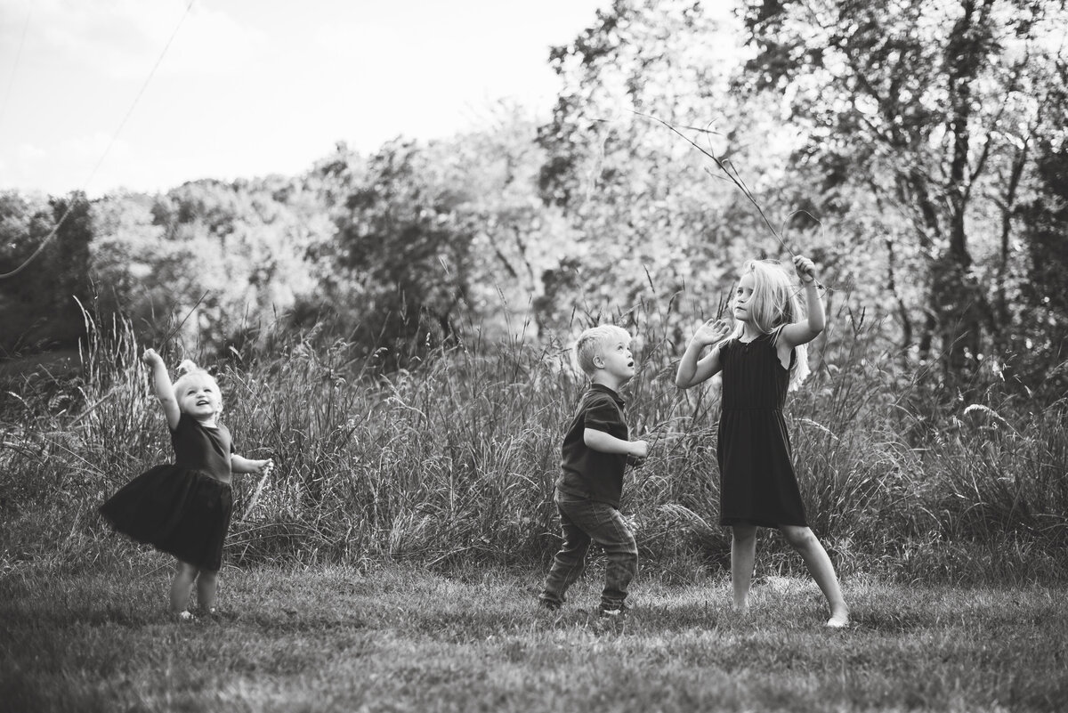 Des-Moines-Iowa-Family-Photographer-Theresa-Schumacher-Photography-Fall-Playing