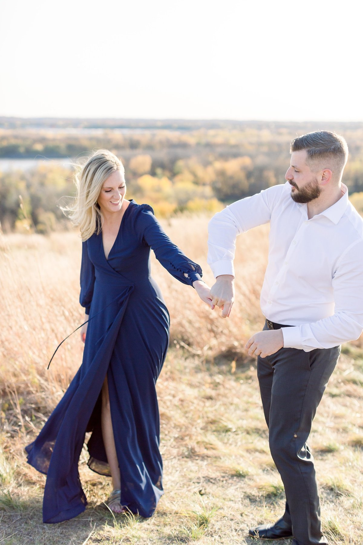 eden-prarie-bluffs-fall-engagement-elegant-couple_0016