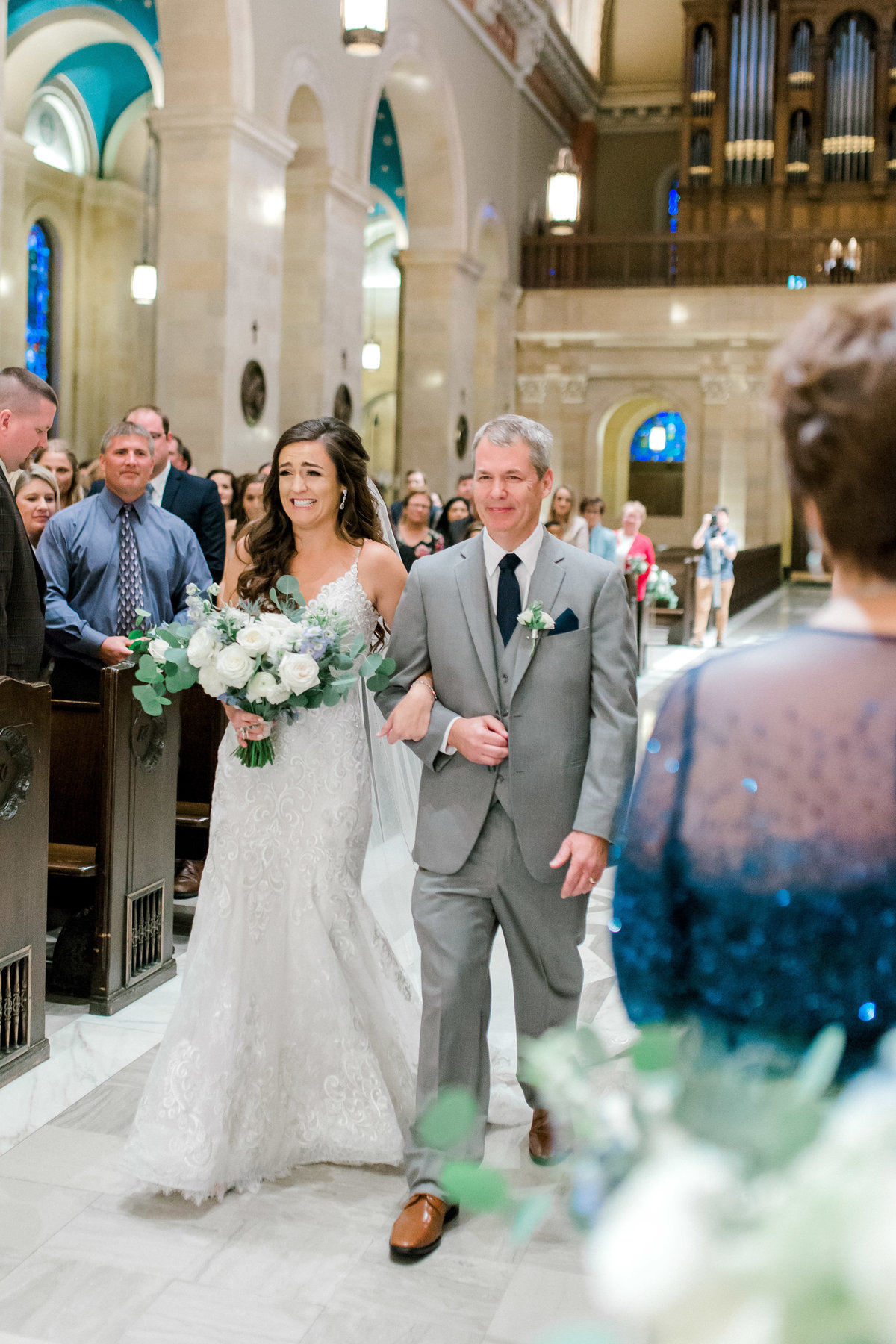 omaha wedding planner and florist downtown Slowdown wedding blue and white by Lindsay Elizabeth Events81