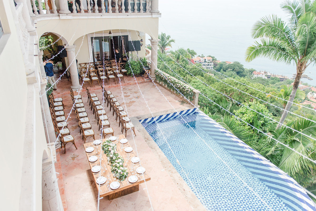 destination-wedding-puerto-vallarta-mexico-cliffside-wedding-photo