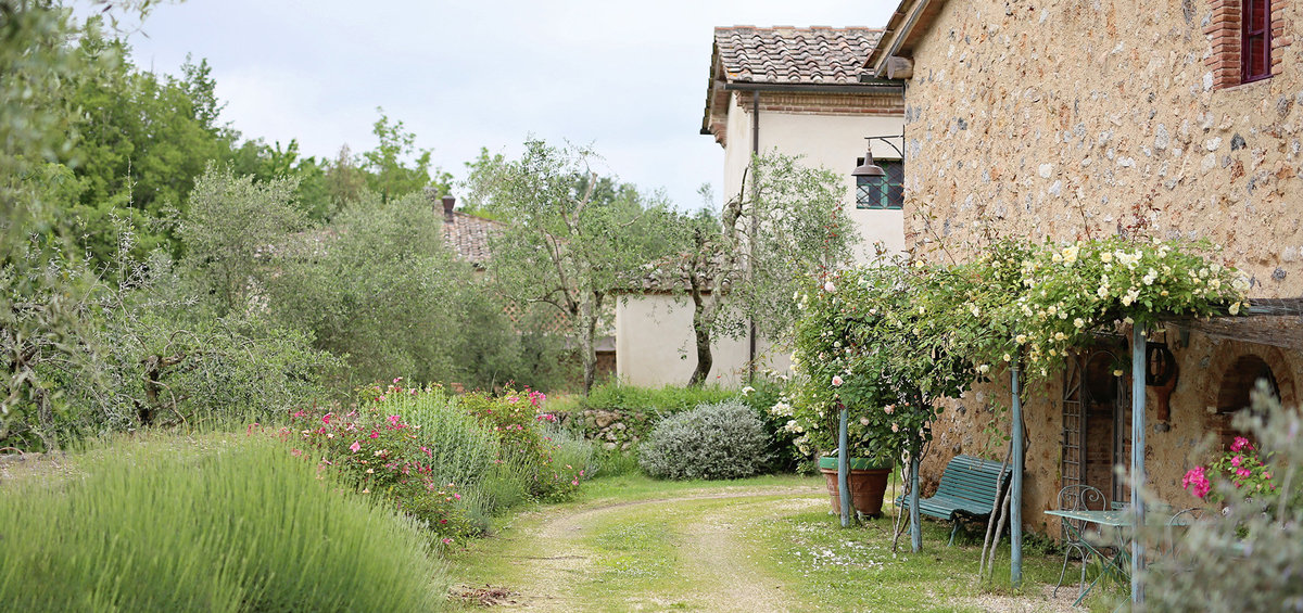 Prone to Wander La Dolce Vita retreat Tuscany Italy