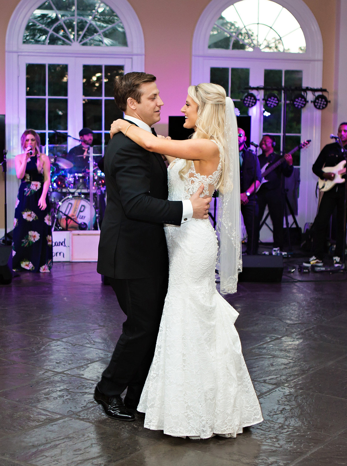 pavillion-of-the-two-sisters-first-dance