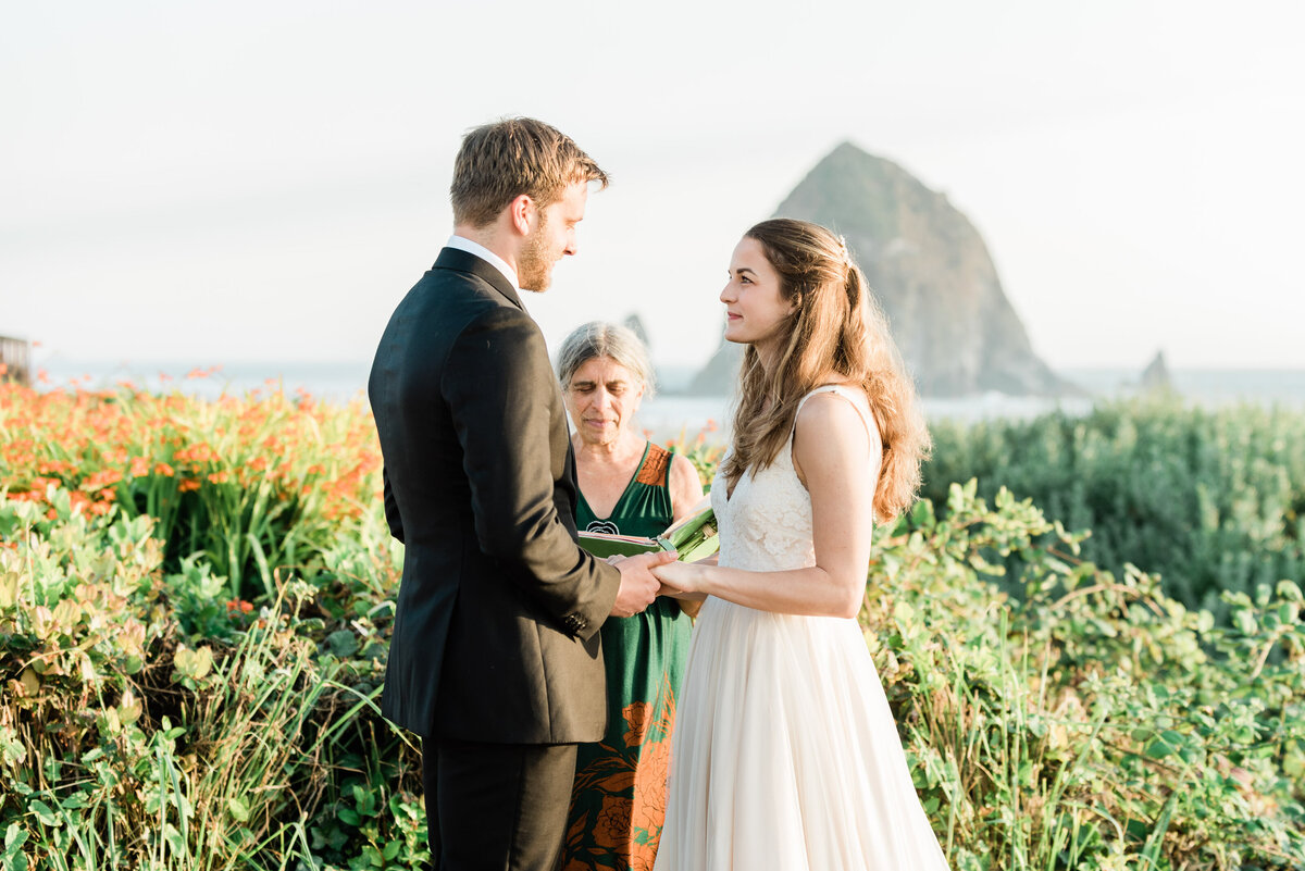 Cannon-Beach-Elopement-Photographer-22