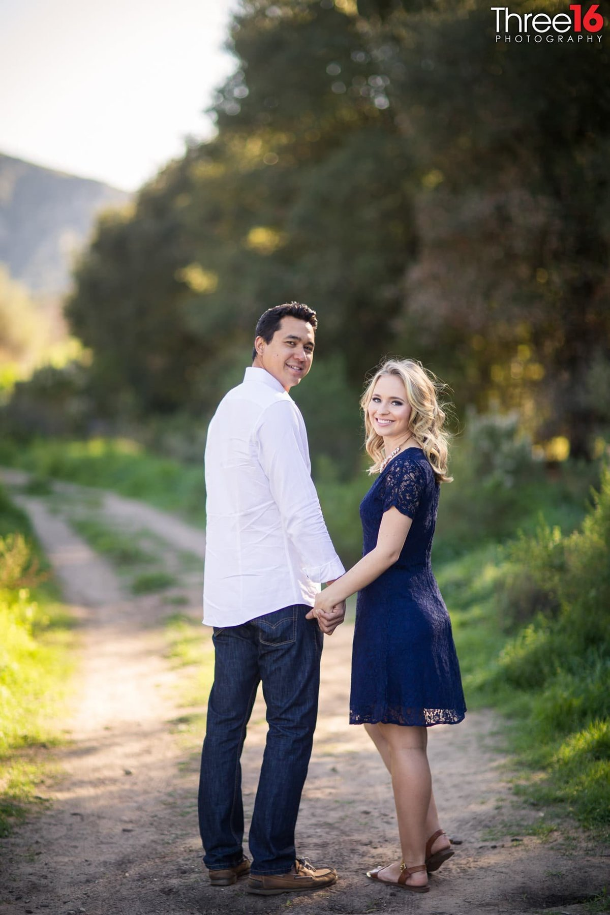 Laguna Coast Wilderness Park Engagement Photos Hiking Trails Professional Wedding Photography_2
