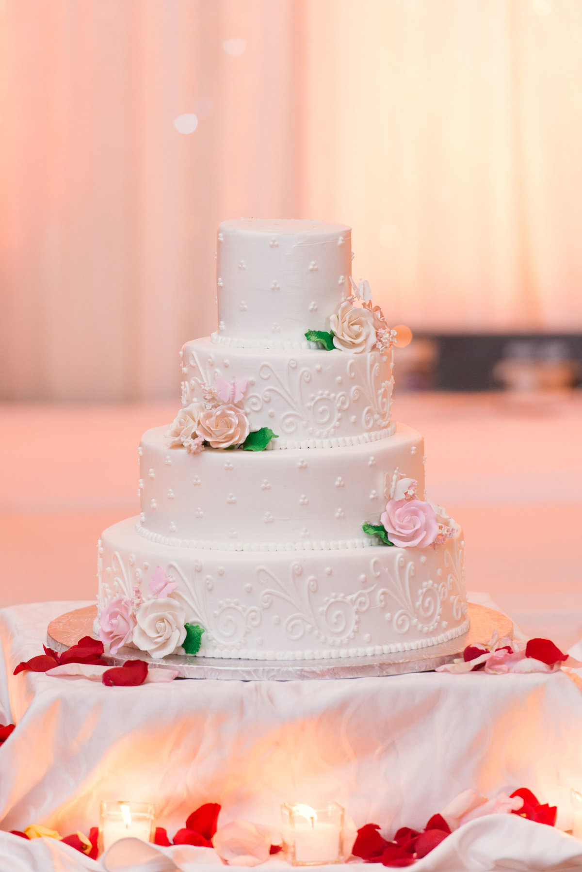 wedding cake at Huntington Hilton