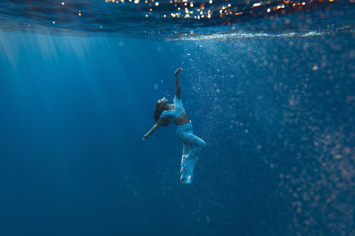 Underwater Trash the Dress Portraits-18