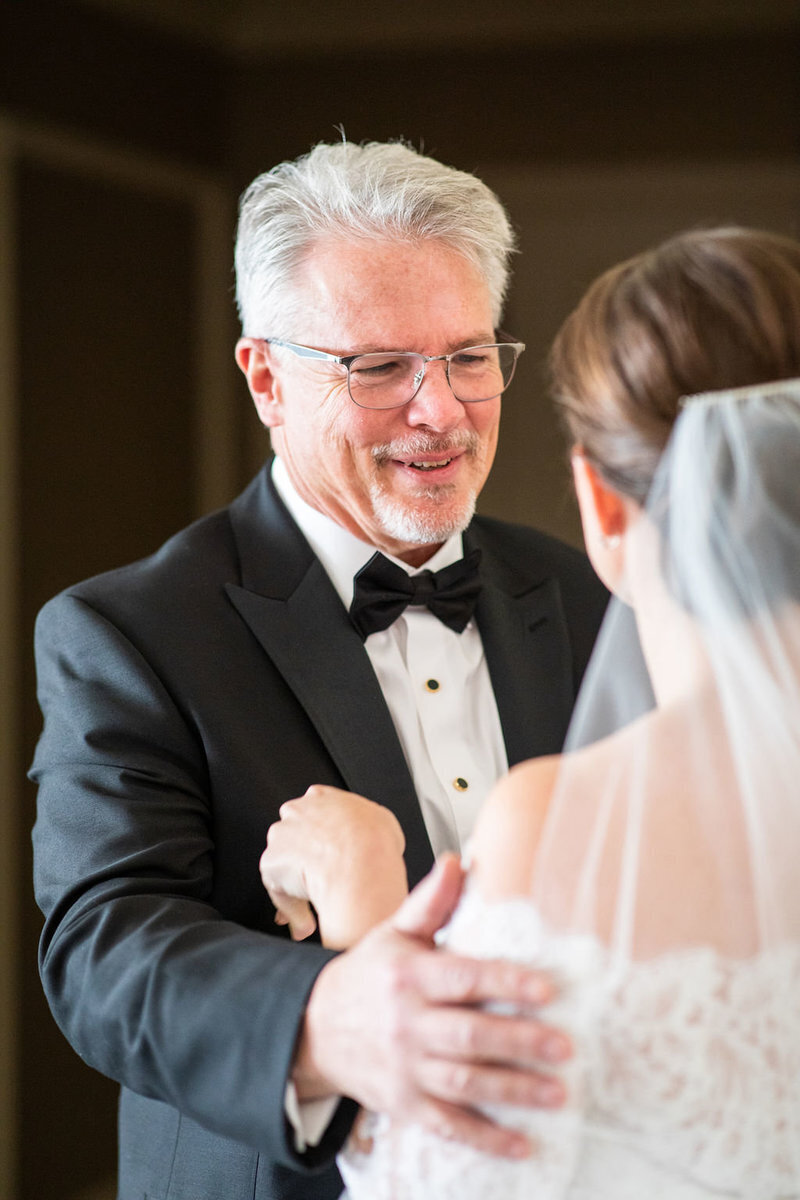 father-first-look-bride-patricia-lyons