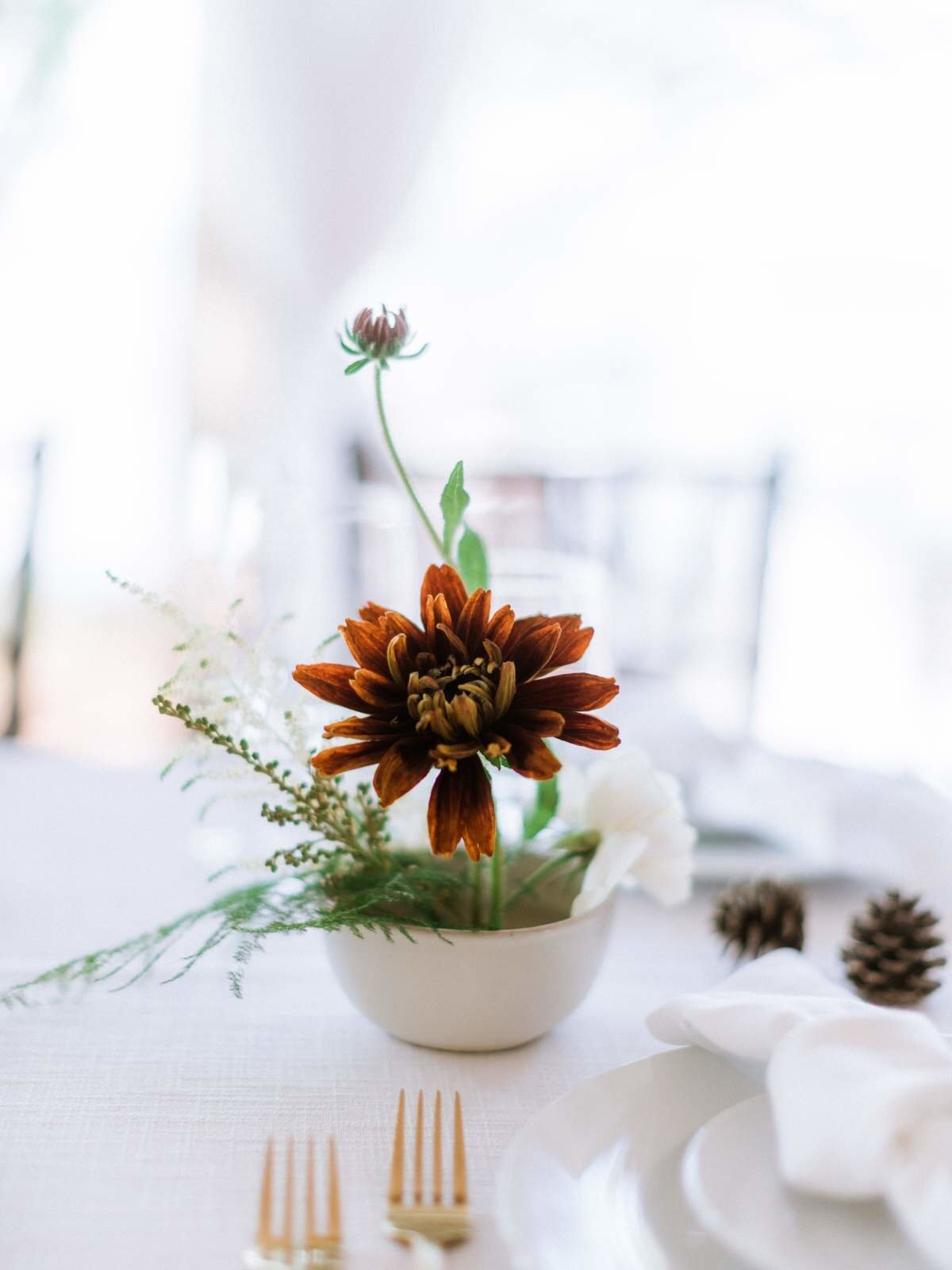minimal-brown-wedding-flowers-northern-michigan-florist