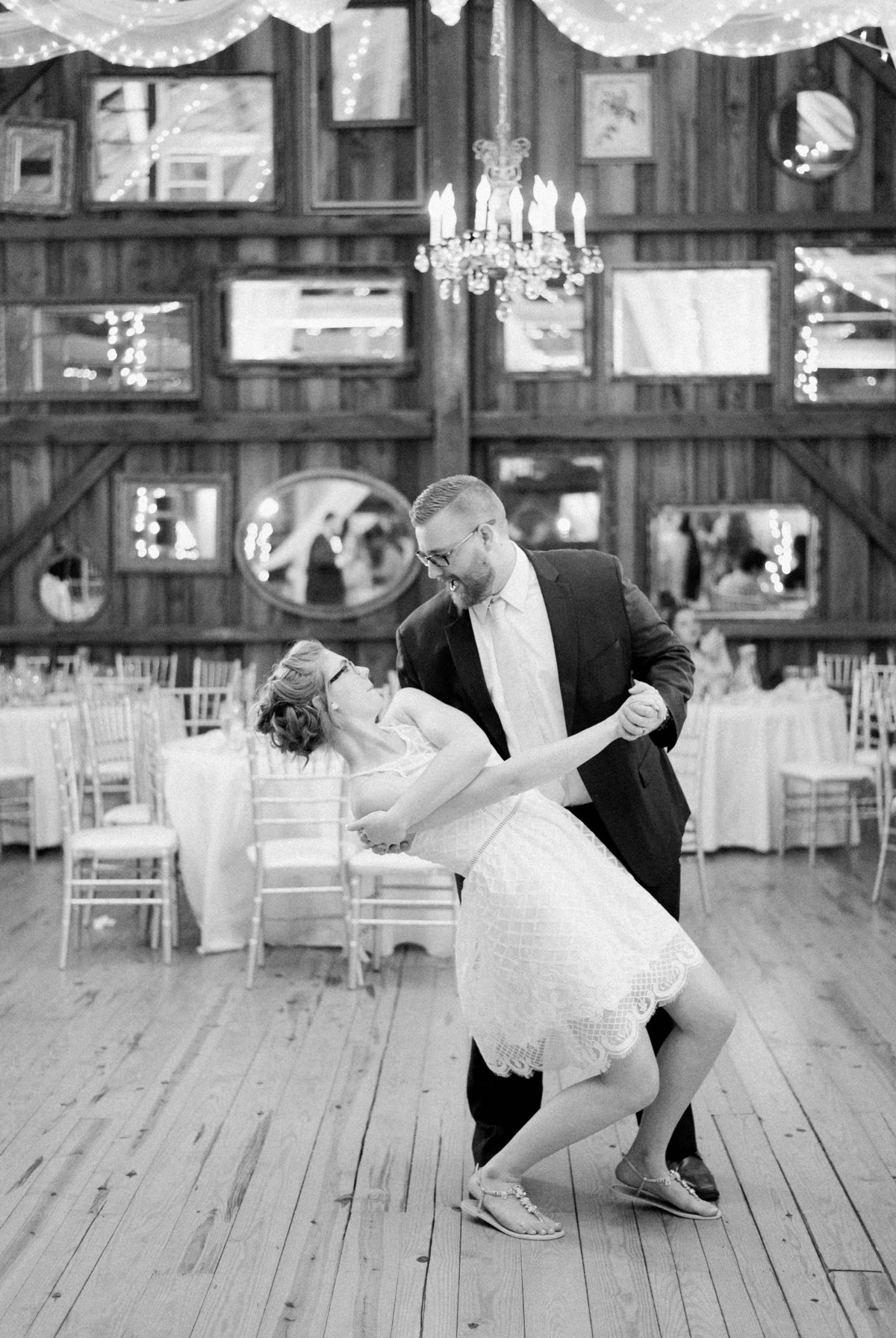 SorellaFarms_VirginiaWeddingPhotographer_BarnWedding_Lynchburgweddingphotographer_DanielleTyler+41(2)
