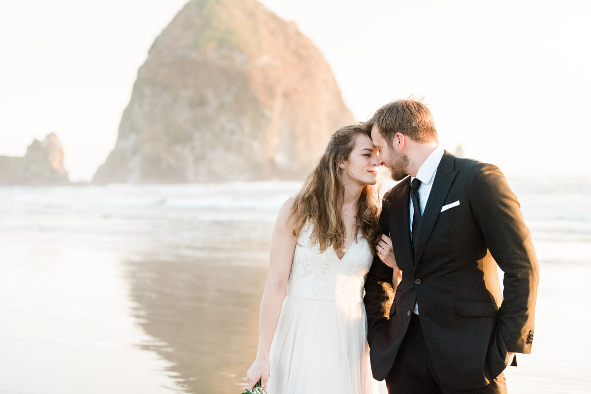 Cannon-Beach-Elopement-Photographer-63