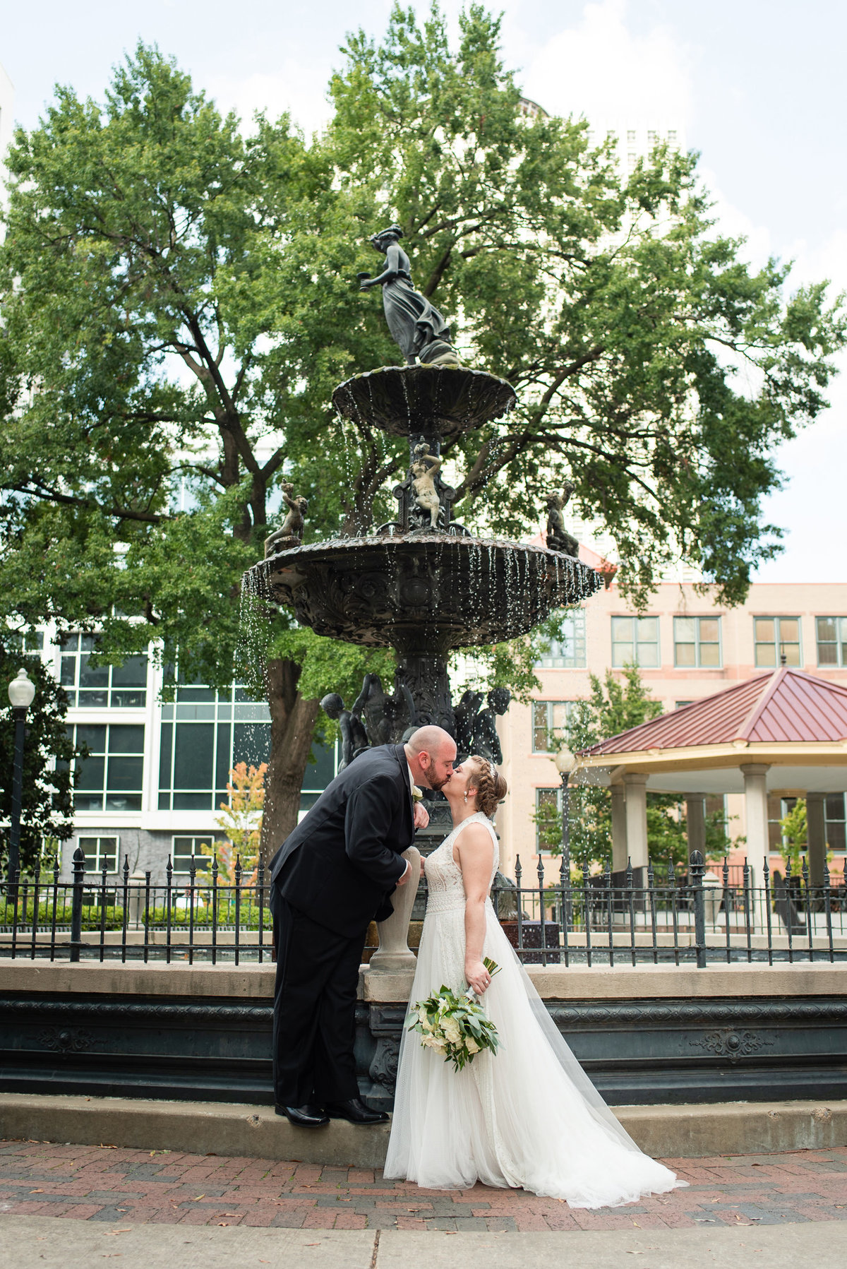 court square memphis tn wedding photo