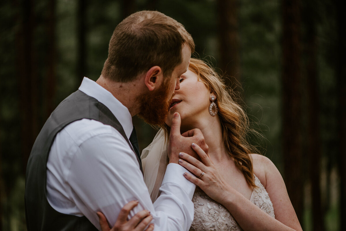 ochoco-forest-central-oregon-elopement-pnw-woods-wedding-covid-bend-photographer-inspiration3095