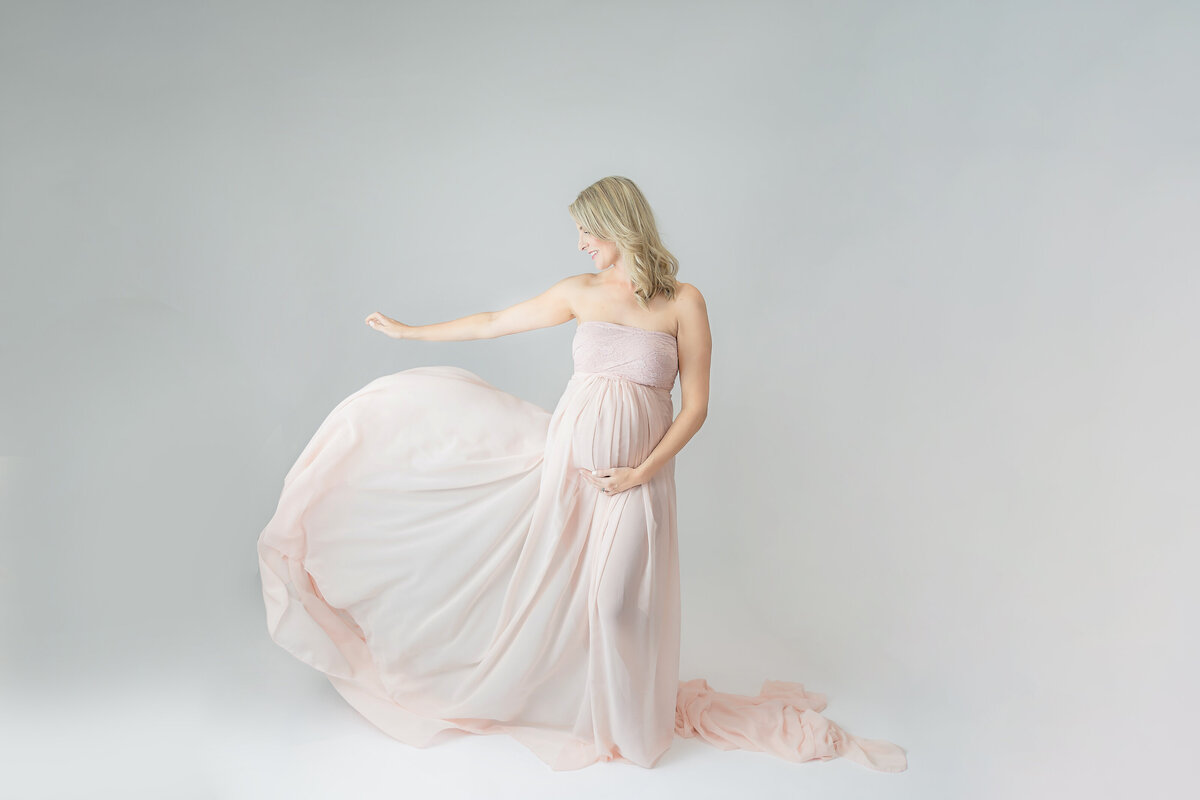 white-pink-studio-maternity-session-inspiration-grey-loft-studio-ottawa-109