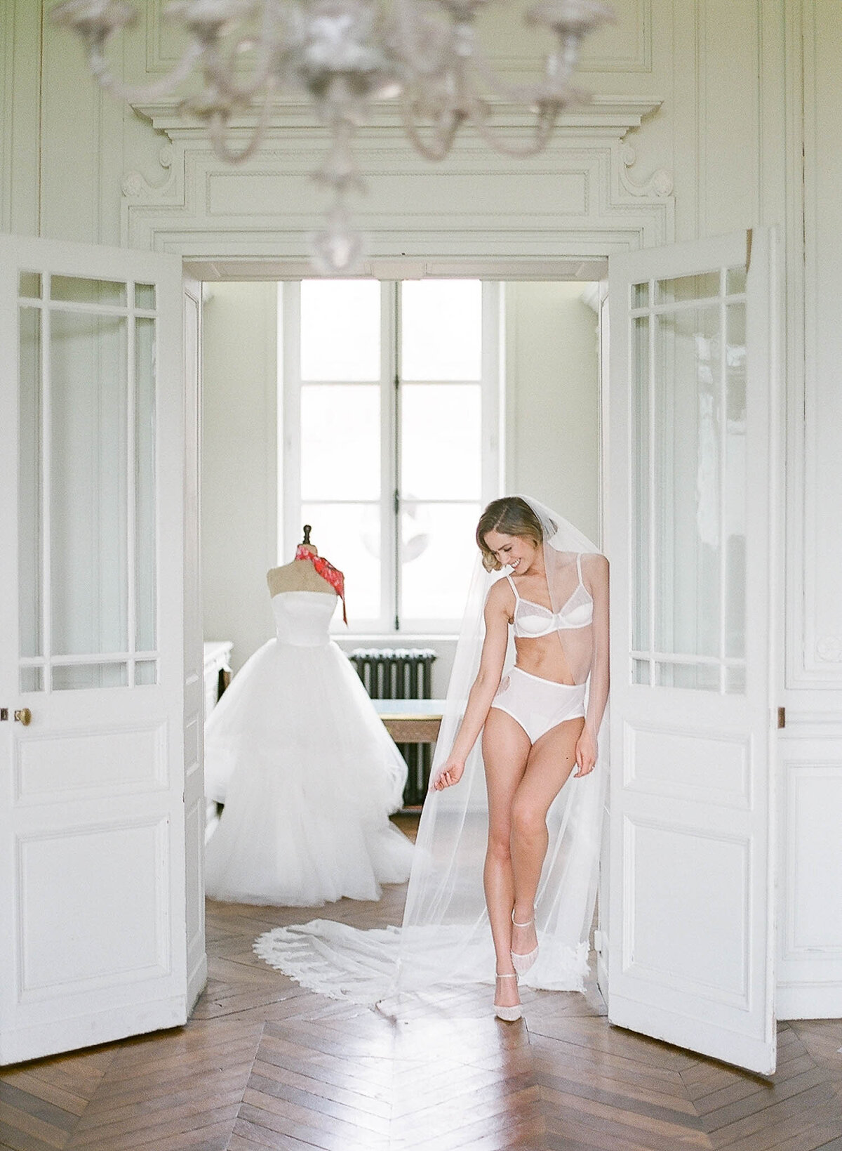 chateau-de-varennes-boudoir-wedding-couple-18
