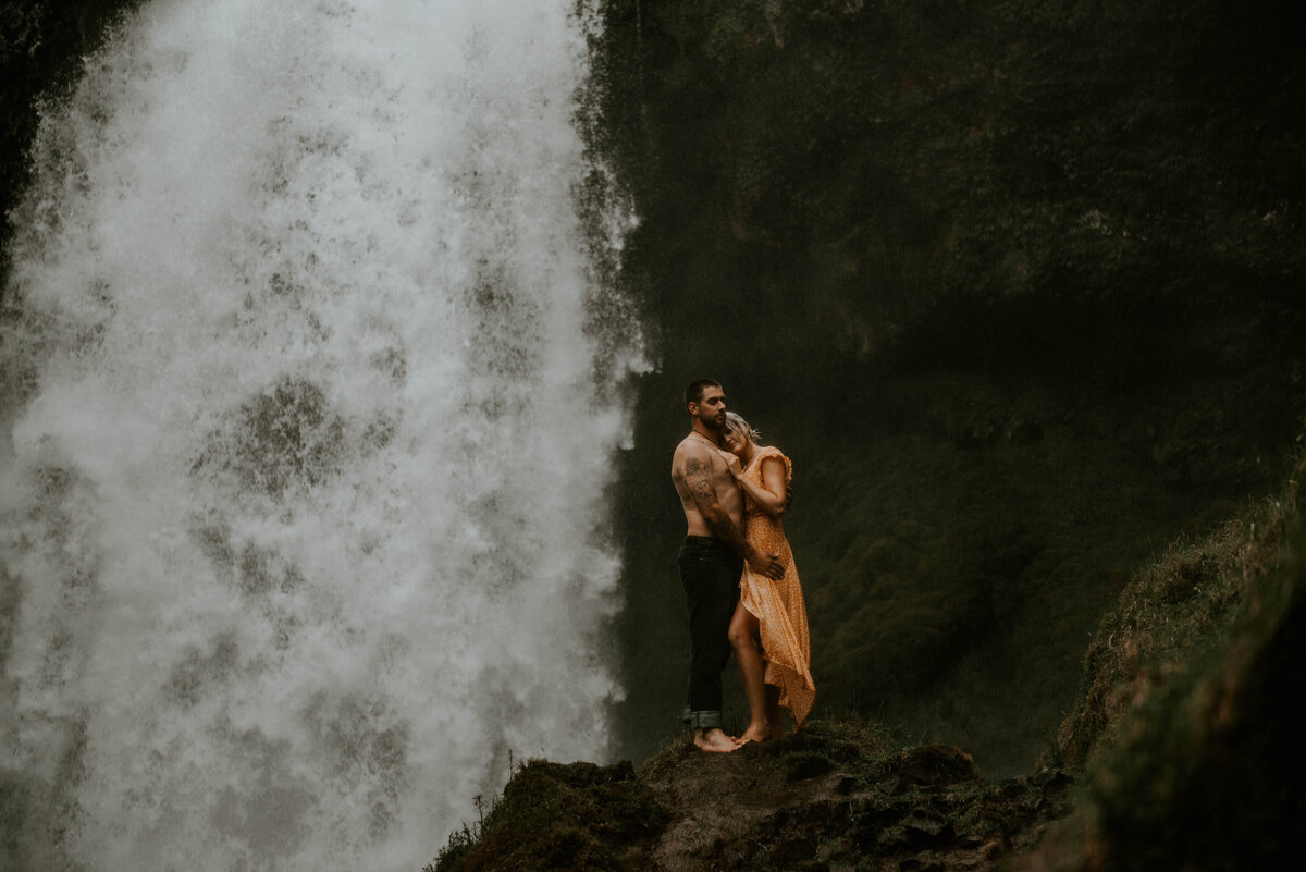 sahalie-falls-oregon-engagement-elopement-photographer-central-waterfall-bend-forest-old-growth-7460