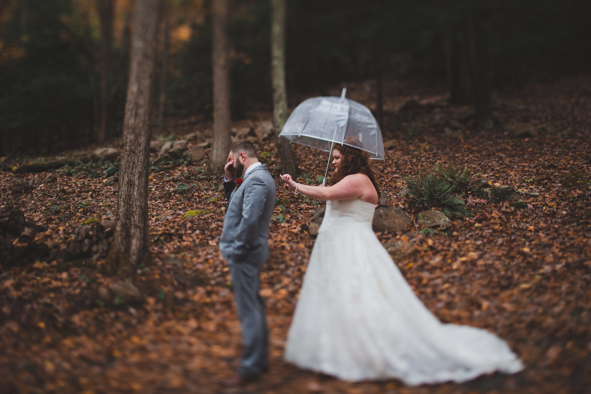 first-look-rainy-wedding-west-virginia
