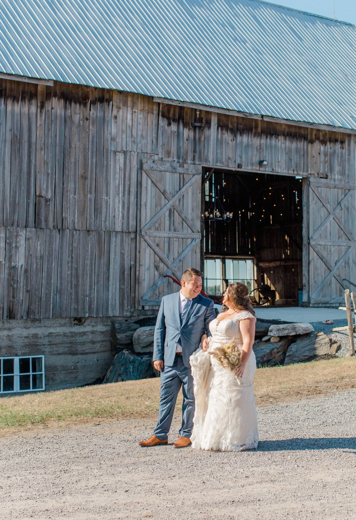 laura-ben-campbell-farm-white-lake-wedding-grey-loft-studio-2020-136